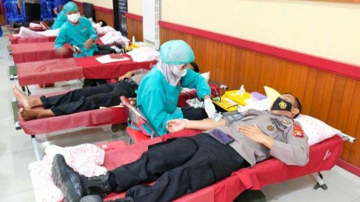 Peringati Hari Bhayangkara ke-75, Ratusan Personel Polres Gowa Donor Darah