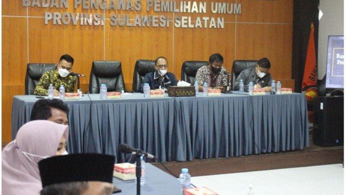Tim Komisi 1 DPRD Kabupaten Luwu dipimpin Wakil Ketua DPRD Zulkifli ST MSi rapat koordinasi dan konsultasi di Bawaslu Provinsi Sulwesi Selatan, Jl AP Pettarani, Makassar, Selasa (13/7/2021).