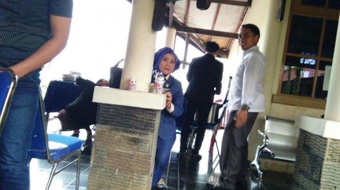 Intip Gaya Ketua DPRD Mamuju Nikmati Santap Siang Usai Pimpin Sidang Paripurna