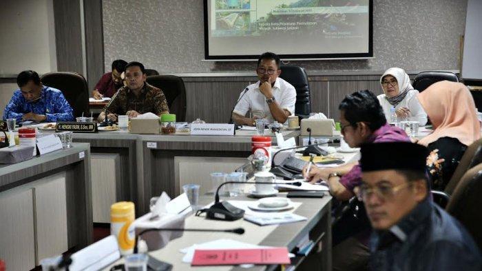 FOTO-FOTO: Komisi D DPRD Sulsel Bahas Jembatan Bojo yang Jebol - dprd-sulsel-gelar-rapat-kerja-2.jpg