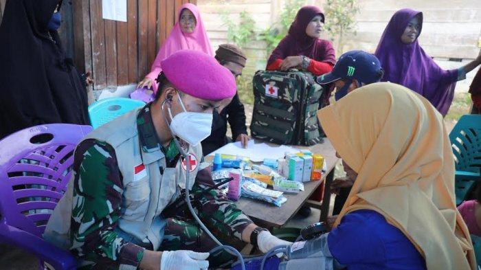 FOTO: Pengobatan Gratis Dokter Marinir di Dua Desa Terisolir Majene