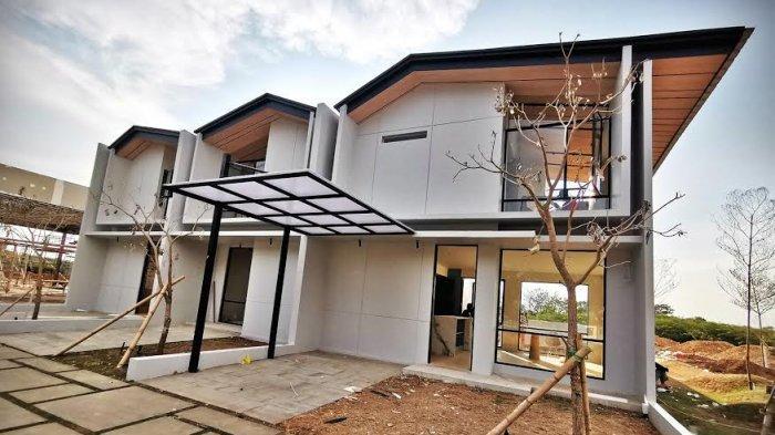 Pengunjung mengamati rumah contoh dalam Drive Thru Open House Show Unit Rolling Hills di kawasan tanjung bunga Makassar, Rabu (21102020). Direncanakan, akhir pekan ini Customer yang sudah melakukan pembelian NUP akan memilih unit huniannya dengan tiga pilihan masing-masing luasan bangunan tanah 5060m², 6783 m² dan 77105m². tribun timurmuhammad abdiwan