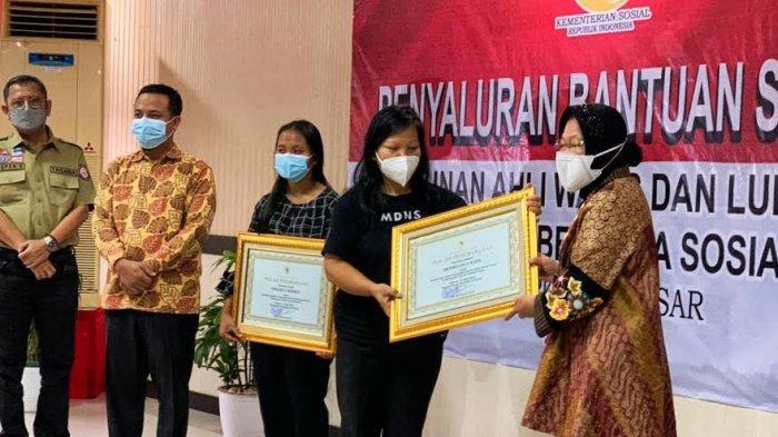 Jadi Korban KKB Papua, Dua Guru Asal Toraja Dapat Piagam Penghargaan dari Mensos Risma
