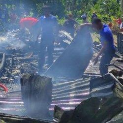 dua-rumah-ludes-terbakar-di-dusun-batu-loe-desa-nipa-nipa-12.jpg
