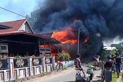 Dua Rumah Panggung di Dusun Siporennu Pinrang Habis Dilalap Api, Kerugian Ditaksir Rp 750 Juta