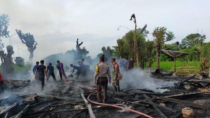 Empat Mobil Damkar Padamkan Api di Bontoa Jeneponto