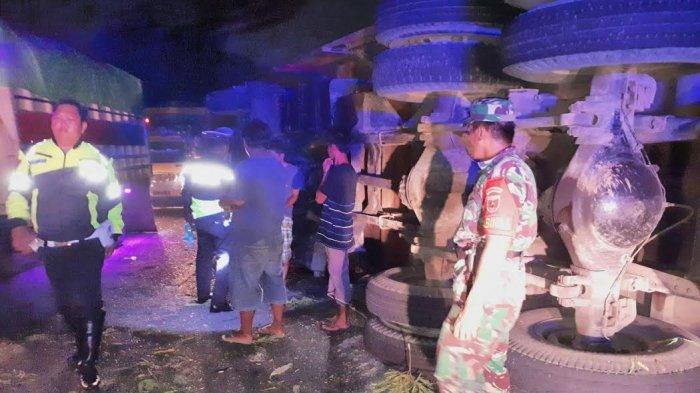 BREAKING NEWS: Dua Truk 10 Roda Tabrakan di Soppeng, Satu Orang Tewas di Tempat