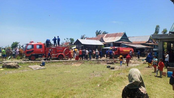 Dua Mobil Damkar Diturunkan Padamkan Api di Kayu Kebo Jeneponto