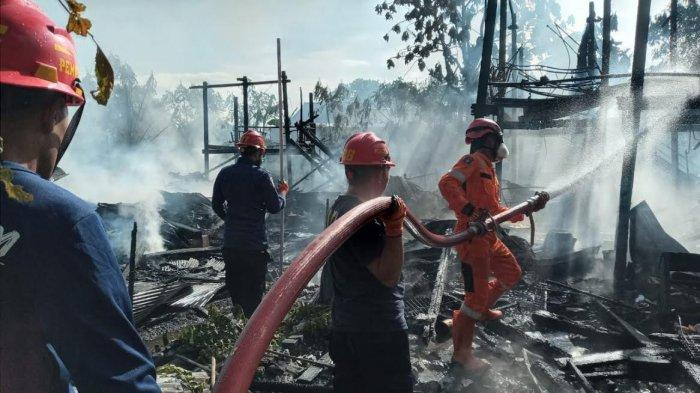 Kebakaran di Awang-awang Pinrang Hanguskan Dua Rumah Panggung, Emas 100 Gram dan Uang Rp5 Juta