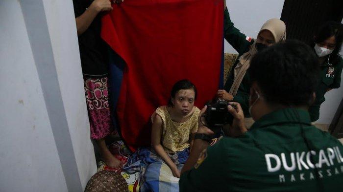 FOTO; Dukcapil Makassar Lakukan Perekaman e-KTP ke Rumah Warga - dukcapil-kota-makassar-melakukan-pelayanan-jemput-bola-perekaman-ktp-elektronik-1.jpg