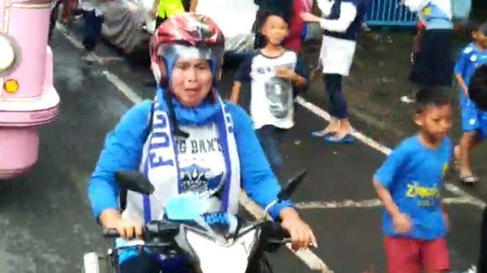 Suporter Persib Bandung,Bobotoh menangis kemenangan Persib Bandung