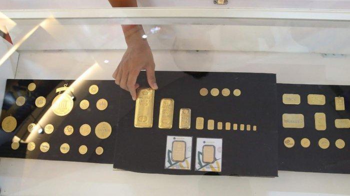 Emas batangan yang ditawarkan di Butik Emas Logam Mulia Makassar PT Antam (Persero) Tbk Jl Sam Ratulangi No 60 Makassar (Depan Mall Ratu Indah, Samping Toko Agung)