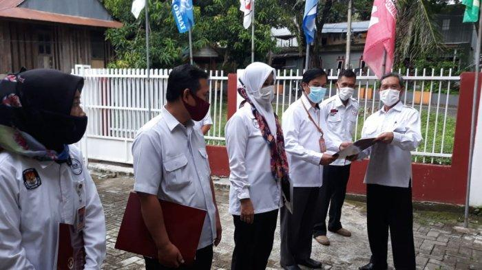 6 ASN Sekretariat KPU Kota Parepare Terima Tanda Kehormatan Satyalancana Karya Satya