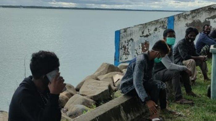 Uang Sisa Rp 50 Ribu, Warga Sultra Ingin Mudik Tertahan di Pelabuhan Bajoe Bone