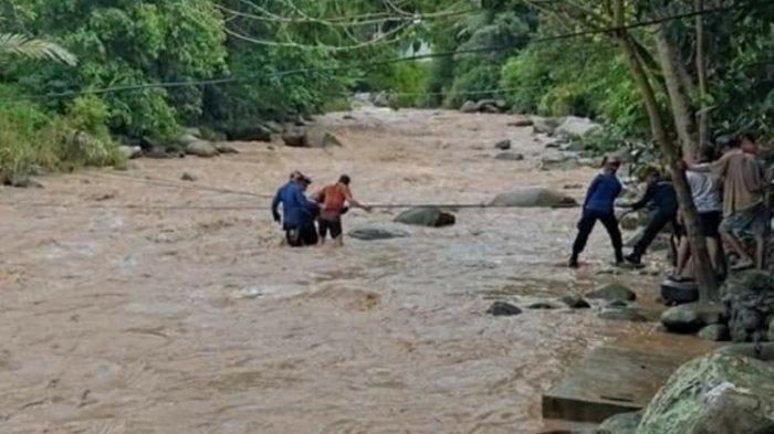 Sejumlah Warga Palopo Terjebak Banjir saat Rekreasi di Sungai Latuppa