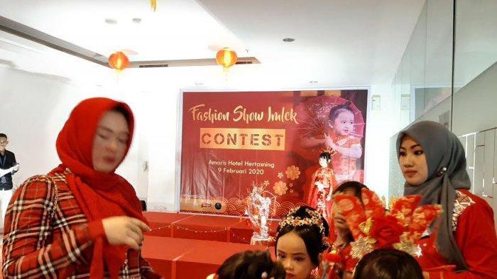 Amaris Hertasning Sosialisasikan Paket Hotel di Event Fashion Show