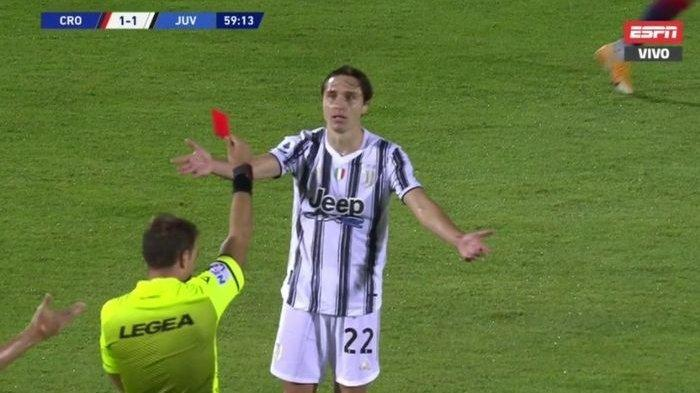 Federico Chiesa mendapatkan kartu merah dalam laga Crotone vs Juventus di Liga Italia, Sabtu (17/10/2020) di Stadion Ezio Scida.