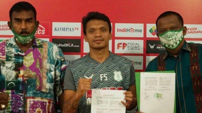 Ferdinand Sinaga resmi meneken kontrak dengan manajemen PSMS Medan untuk tampil di Liga 1 2020, Jumat (24/7/2020)