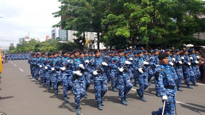 Masyarakat Makassar Antusias Saksikan Defile Pasukan TNI di Karebosi - fil1_20171005_121934.jpg