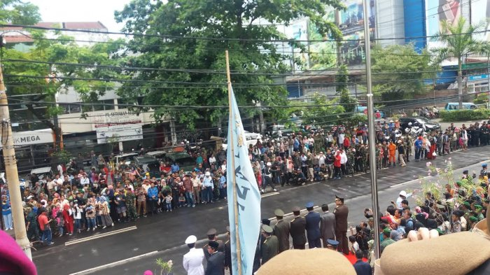 Begini Meriahnya Parade Defile HUT ke 72 TNI di Makassar, Lihat Foto-fotonya - fil8_20171005_125016.jpg
