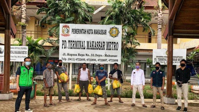 Fakultas Kedokteran dan Fakultas Kedokteran Gigi UMI Bagikan Sembako di Terminal Daya Makassar