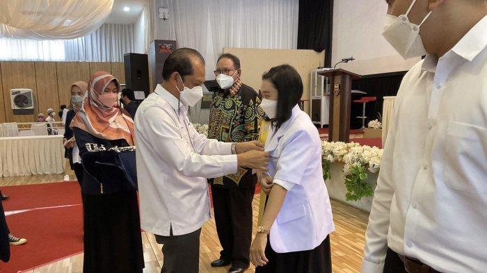 Sebelum Wisuda, 14 Calon Dokter Muda Unibos Ikuti Sumpah Janji Sarjana