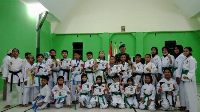 25 Karateka Dojo Inkai Zipur 8/SMG Makassar Raih Medali di SBY Cup 2021