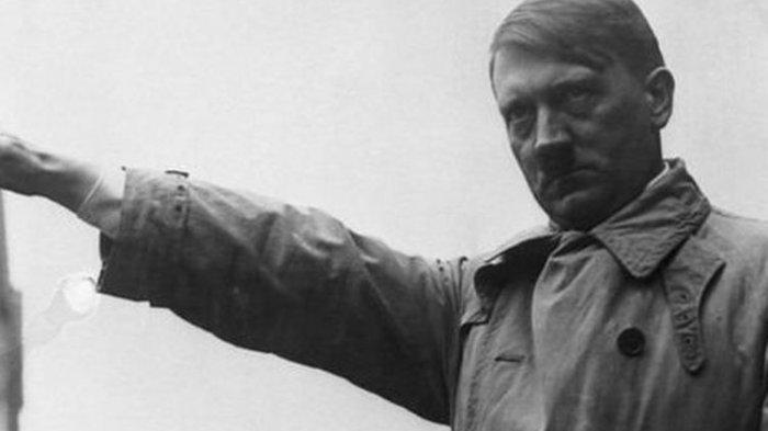Kisah 29 Polisi Jerman Dapat Masalah karena Berbagi Foto Hitler dan Simbol Nazi