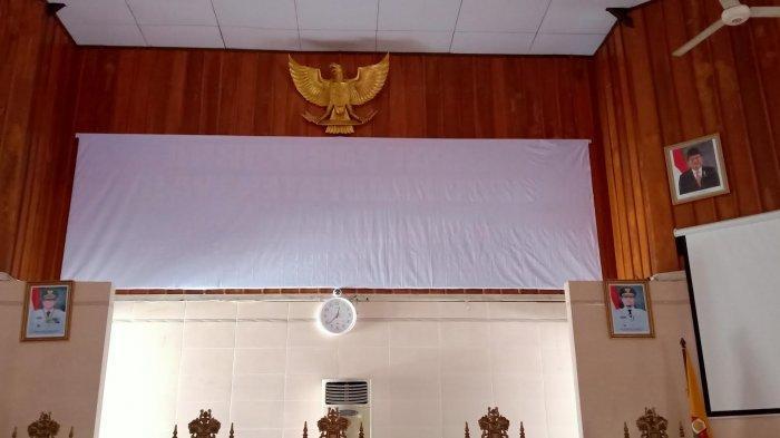 Sepekan Lebih, Foto Mantan Presiden RI, JK Masih Terpajang di Ruang Rapat Paripurna DPRD Wajo