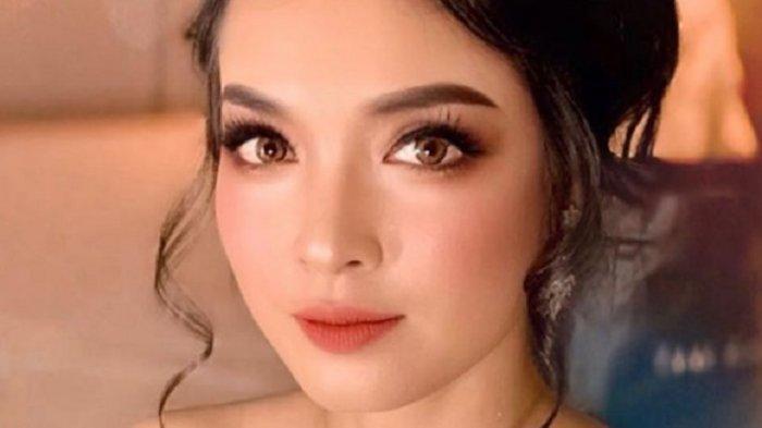 Cantiknya Sisi Asih Pramugari Garuda Indonesia Ramai Dibahas Seiring Skandal Ari Ashkara Eks Dirut