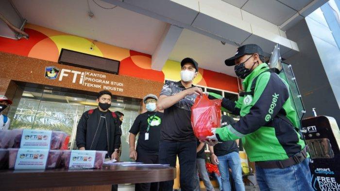 Foto-foto FTI UMI Bagikan 320 Kg Daging Kurban yang Dikemas ACT Sulsel dan Diantar Pakai Gojek