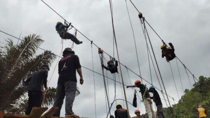 Relawan Bangun Masjid dan Jembatan Gantung di Walenrang Utara Luwu