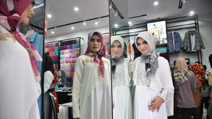 Koleksi Baju Lebaran Bertema Nusantara Ada Motif Toraja Halaman All Tribun Timur