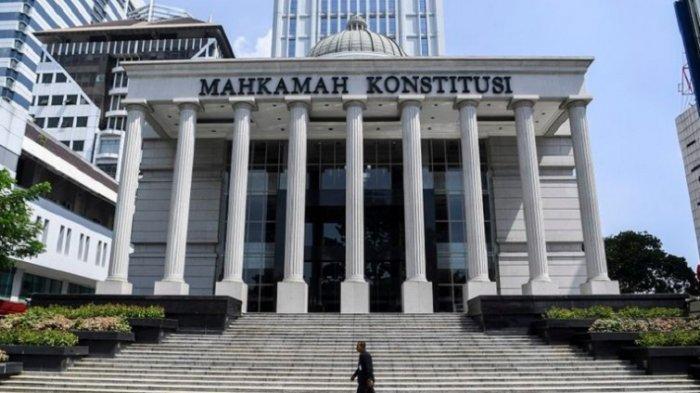 Mengapa Mahkamah Konstitusi Tolak Menguji UU KPK? Presiden Jokowi Disinggung