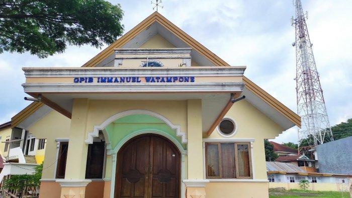 Gereja GPIB Immanuel Watampone Gelas Paskah Secara Tatap Muka