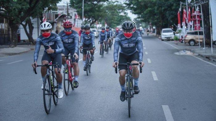 Komunitas tersebut adalah Esso Esso Gowes (E2G) Makassar, Celebes Road Bike Community (CRBC) Makassar dan OLJEN Cycling Community Gowes Kolaborasi, Selasa (1782021).