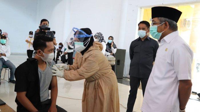 Gubernur Sulbar Pantau Vaksinasi Covid-19 Bagi Pelayan Publik