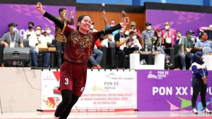 Disemangati Ganjar Pranowo, Tim Sepak Takraw Putri Jateng Bangkit Hingga Raih Emas - gubernur-ganjar-pranowo-menyemangati-tim-atlet-sepak-takraw-putri-jateng-5.jpg