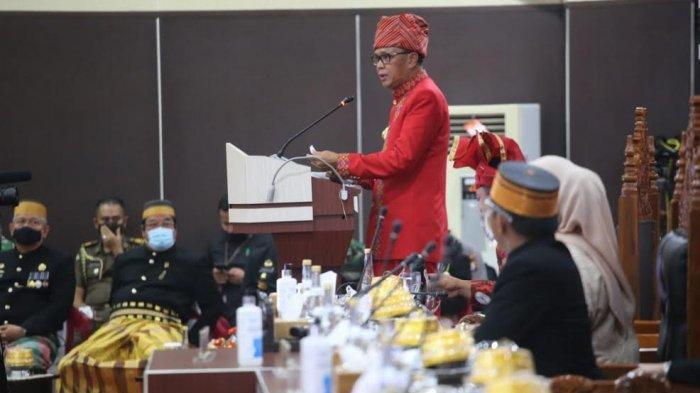 Gubernur Sulawesi Selatan Nurdin Abullah saat peringatan Hari Jadi Ke-351 Sulsel di Kantor DPRD Sulsel Jl Urip Sumoharjo Makassar, Senin (19102020).