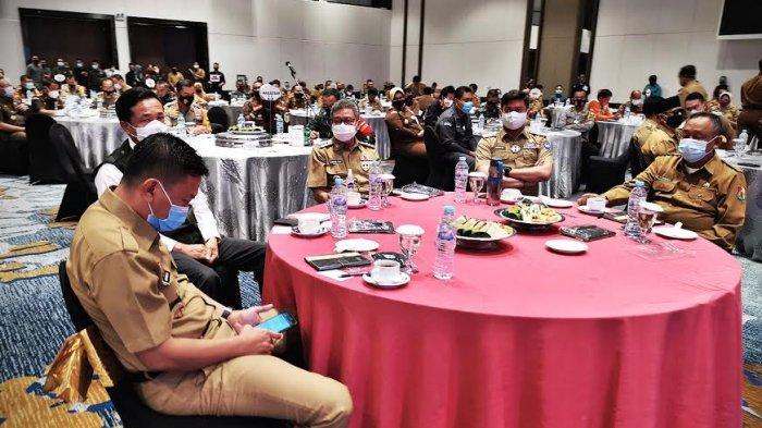 Gubernur Sulawesi Selatan (Sulsel), Prof HM Nurdin Abdullah, membuka acara Rapat Koordinasi Kesiapan Pilkada 2020 di Hotel Claro Makassar, Senin, (21/9/2020). Rakor dilaksanakan dalam rangka menyatukan langkah menghadapi Pilkada serentak. Khususnya, dalam kondisi pandemi Covid-19. tribun timur/muhammad abdiwan