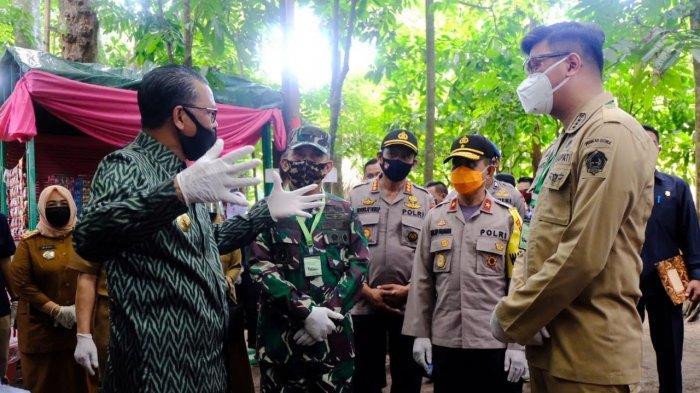 Gubernur Serahkan Rapid Test dan APD di Kampung Ewako Gowa