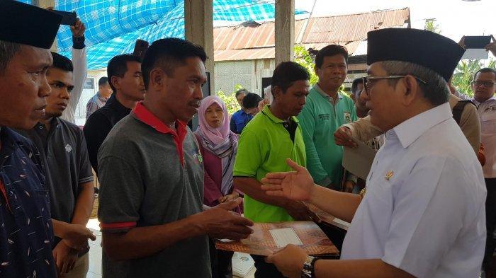 Gubernur Sulbar Serahkan Bantuan Komoditas Peternakan di Puccadi Polman