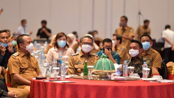 Gubernur Sulsel Nurdin Abdullah dan Wagub Sulsel Andi Sudirman Sulaiman di acara Musrenbang di Hotel Claro, Selasa (20/10/2020)