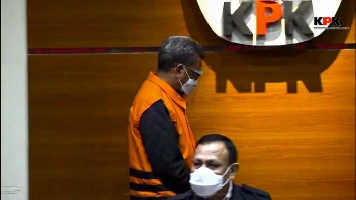 BREAKING NEWS: KPK Temukan Uang Rp 2 M, Nurdin Abdullah Resmi Tersangka - gubernur-sulsel-menggunakan-rompi-tahanan-kpk-dalam-konfrensi-pers-ott.jpg
