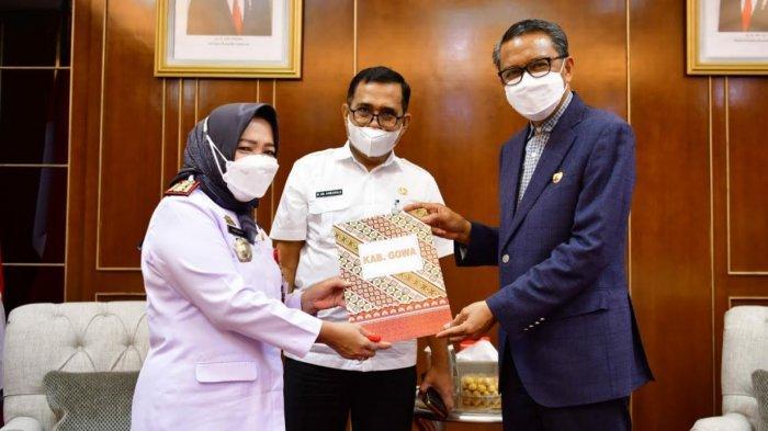 Terima SK Plh Bupati, Perempuan Pimpin Pemkab Gowa Selama Beberapa Hari
