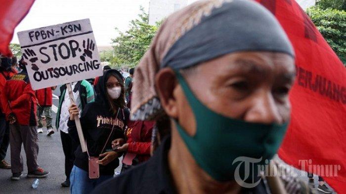 FOTO: Aksi Memperingati Hari Buruh di Makassar - hari-buruh-di-fly-over-sabtu-152021-3.jpg