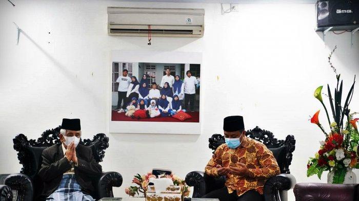 FOTO: Plt Gubernur Sulsel Berdoa di Rumah KH AGH Sanusi Baco