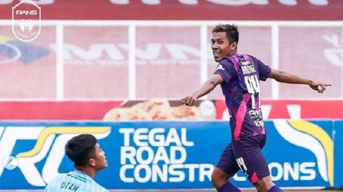 RANS Cilegon FC Menang Perdana, Raffi Ahmad Langsung Sapa Satu Per Satu Pemain 'Mantap'