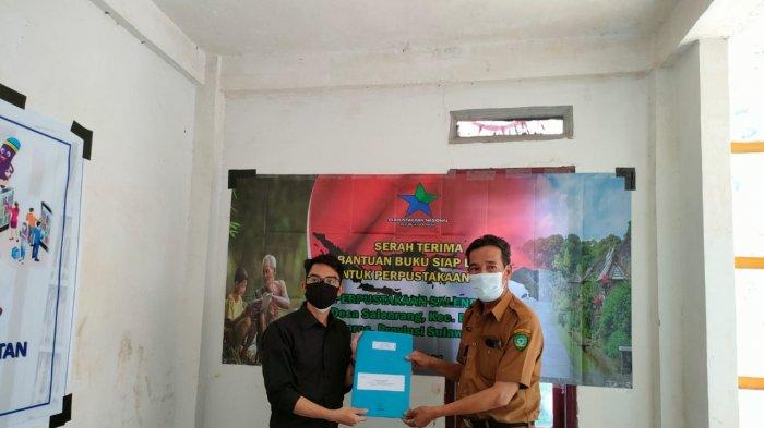 "Perpustakaan Desa (Perpusdes) ""Appakabaji"" Desa Salenrang, Kecamatan Bontoa, Kabupaten Maros, Sulawesi Selatan, menerima bantuan buku dari Perpustakaan Nasional (Perpusnas)."