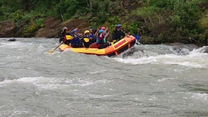 Olahraga Arus Deras Arung Jeram Pacu Adrenalin dan Kekompakan di Anak Sungai Jeneberang Gowa